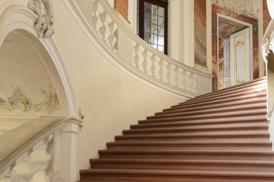 Treppenaufgang zum Marmorsaal im Schloss Bruchsal; Foto: Staatliche Schlösser und Gärten Baden-Württemberg, Julia Haseloff