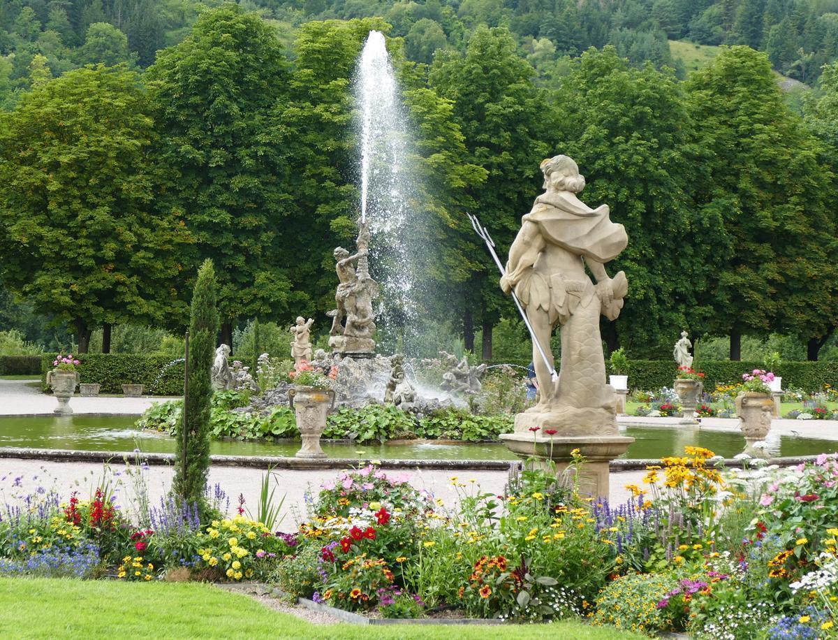 Der Herkulesbrunnen im Schlossgarten Weikersheim; Foto: Staatliche Schlösser und Gärten Baden-Württemberg, Sonja Wünsch