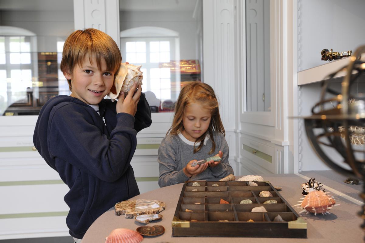 Kinder im Klostermuseum, Kloster Schussenried; Foto: Staatliche Schlösser und Gärten Baden-Württemberg, Niels Schubert