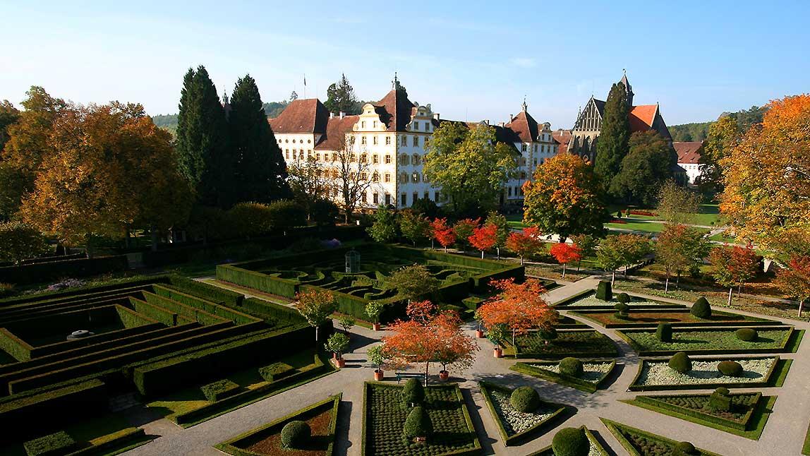 Kloster und Schloss Salem im Herbst; Foto: Staatliche Schlösser und Gärten Baden-Württemberg, Achim Mende
