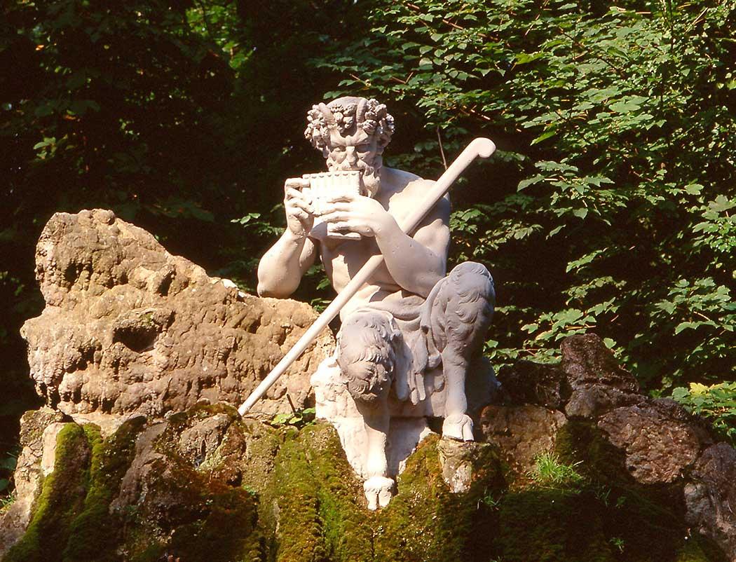 Figur des Pan im Schlossgarten Schwetzingen; Foto: Staatliche Schlösser und Gärten Baden-Württemberg, Steffen Hauswirth