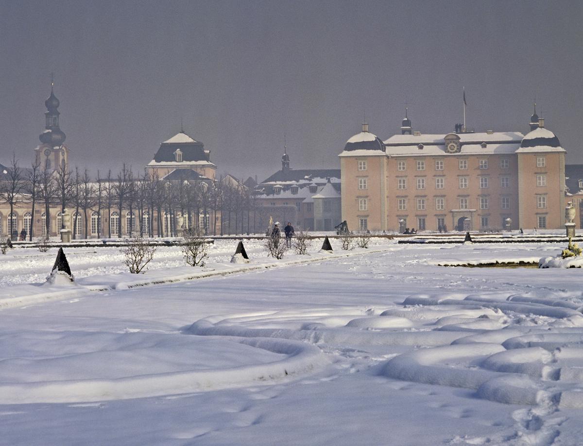Kreisparterre im Schnee, Schwetzinger Schlossgarten; Foto: Staatliche Schlösser und Gärten Baden-Württemberg, Arnim Weischer