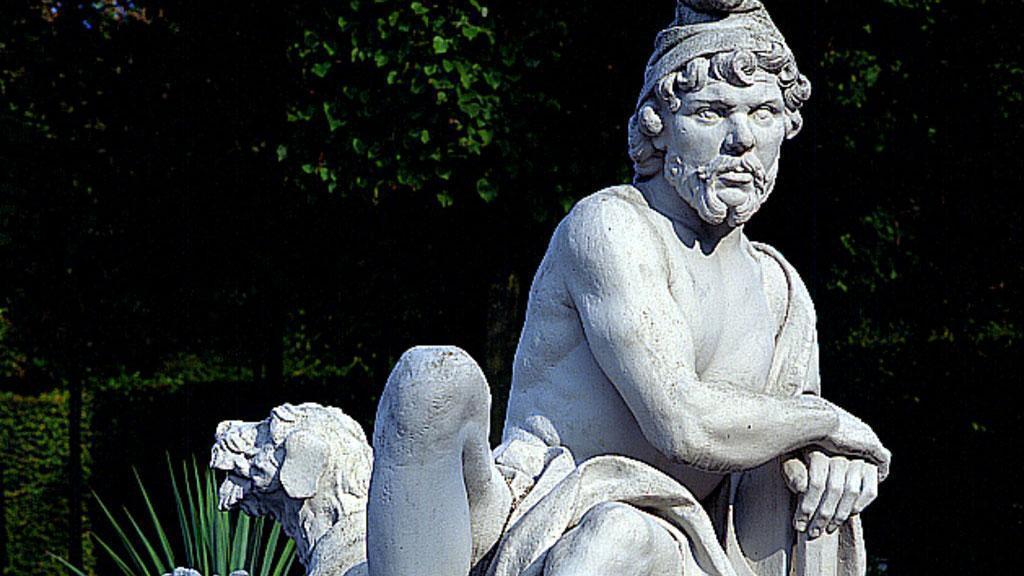 Figur des Gottes Vulkanus im Schwetzinger Schlossgarten