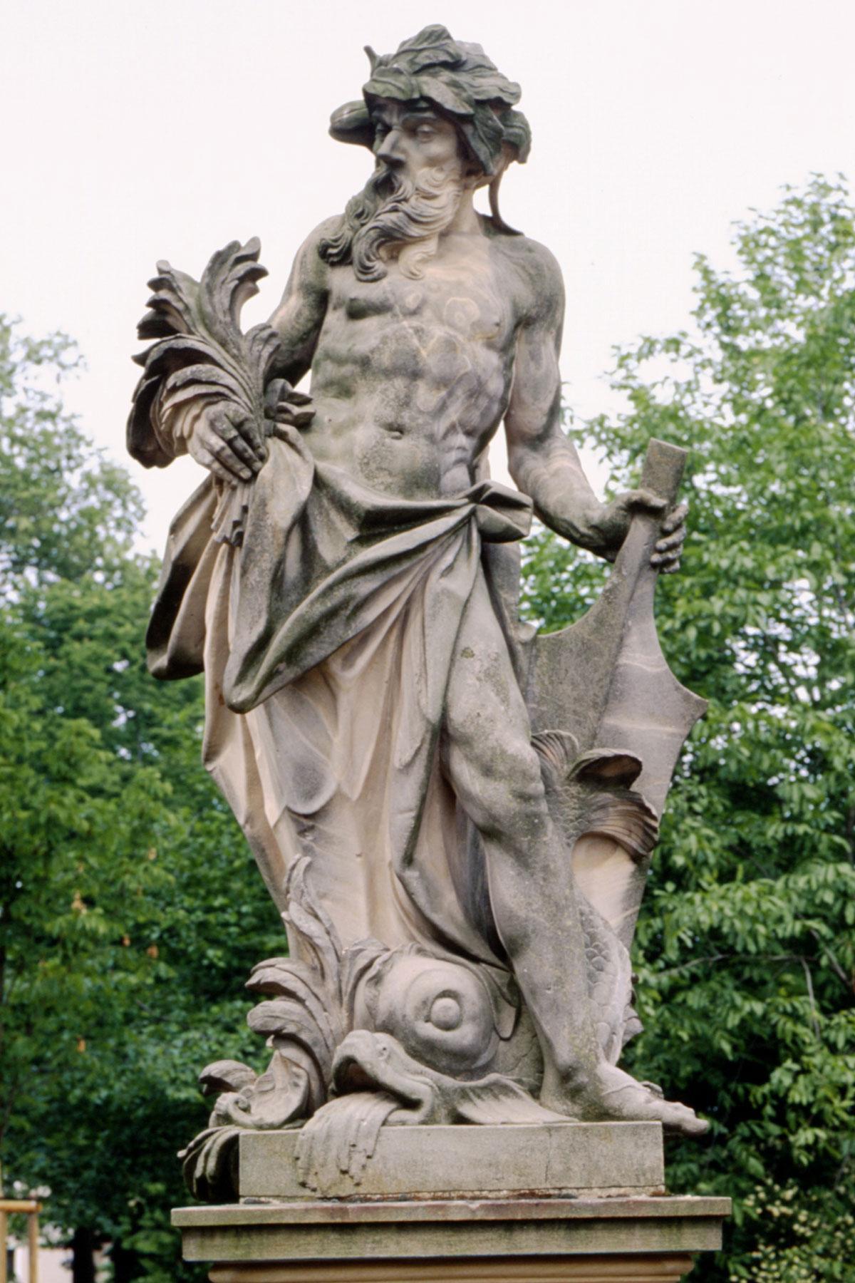 Element Wasser, eine Figur im Schlossgarten Bruchsal;  Foto: Staatliche Schlösser und Gärten Baden-Württemberg, Arnim Weischer