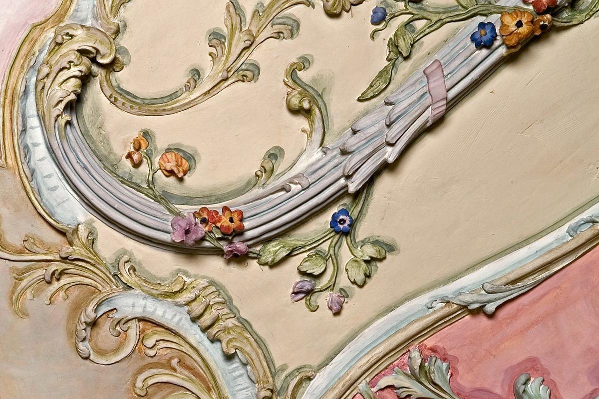 Ausschnitt aus einer Kartusche im Bibliothekskabinett im Barockschloss Mannheim