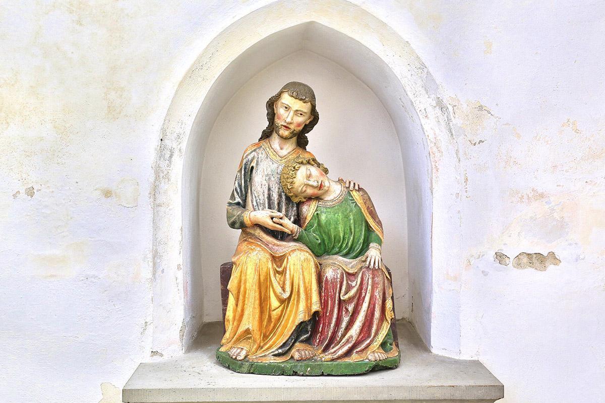 Christus-Johannes-Gruppe, Holz, um 1320, Klosterkirche St. Anna des Klosters Heiligkreuztal; Foto: Staatliche Schlösser und Gärten Baden-Württemberg, Markus Schwerer