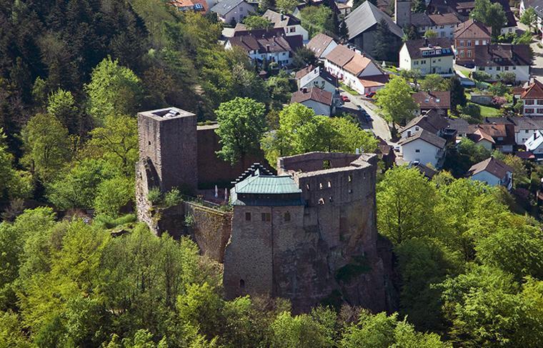 Luftansicht der Burg Alt-Eberstein; Foto: Staatliche Schlösser und Gärten Baden-Württemberg, Achim Mende