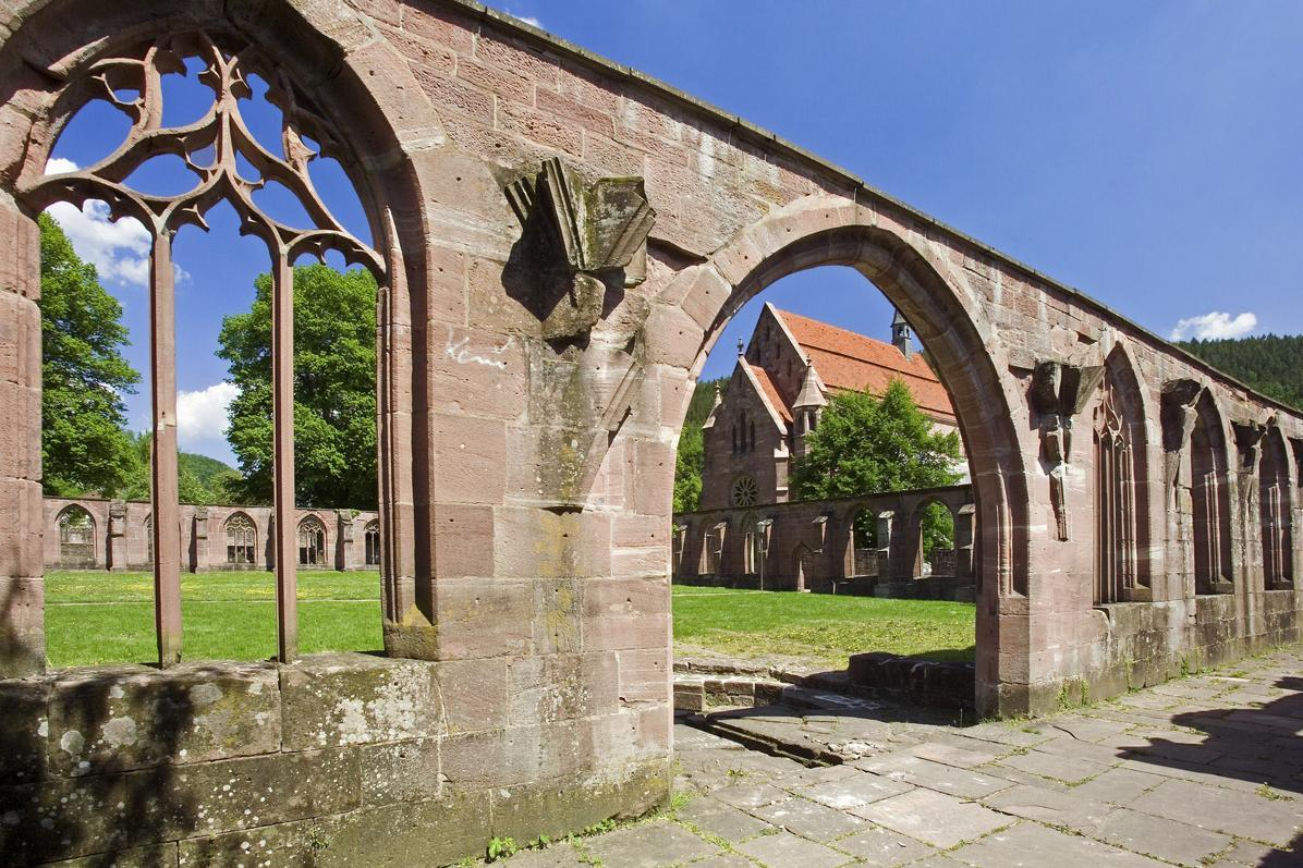 Gotische Spitzbogenruinen von Kloster Hirsau; Foto: Staatliche Schlösser und Gärten Baden-Württemberg, Andrea Rachele