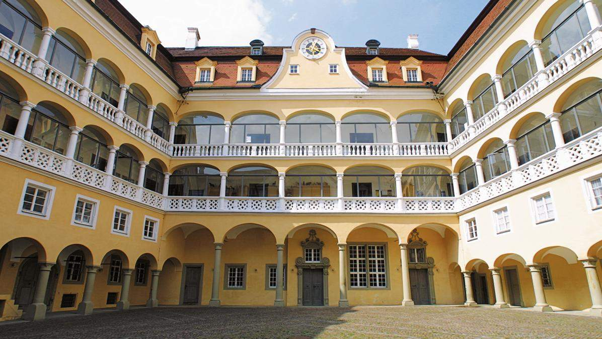 The Renaissance courtyard possesses rare beauty; photo: TouristInfo Ellwangen