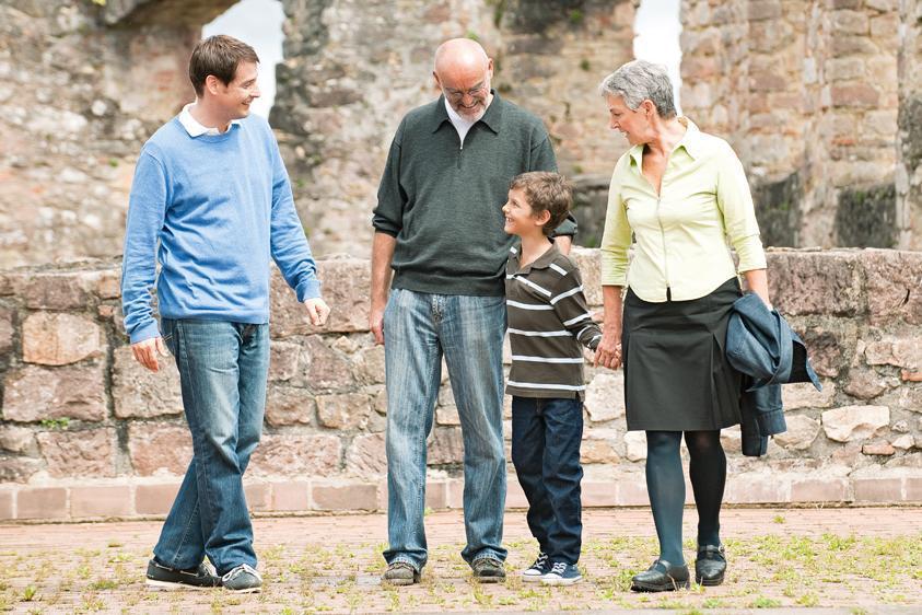 Familie bei Besichtigung; Foto: Staatliche Schlösser und Gärten Baden-Württemberg, Niels Schubert