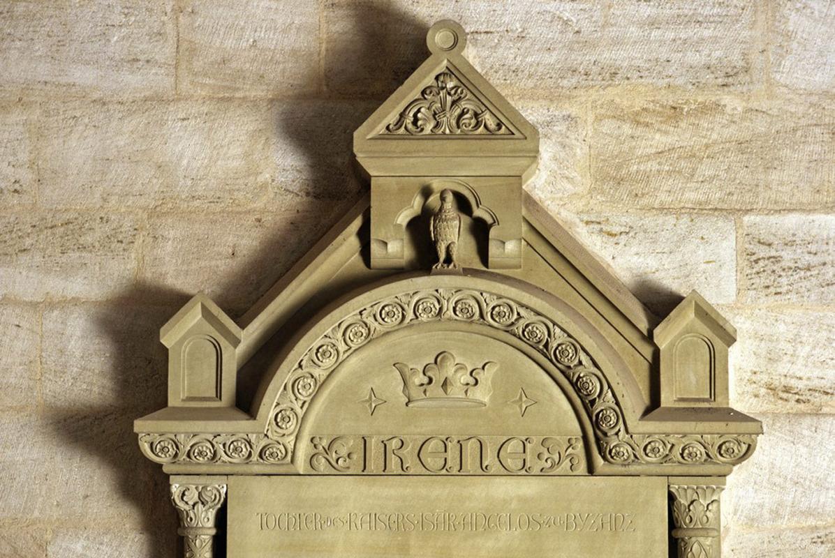 Gedenktafel für Irene von Schwaben von 1898 an der Innenwand der Klosterkirche Lorch; Foto: Landesmedienzentrum Baden-Württemberg, Steffen Hauswirth