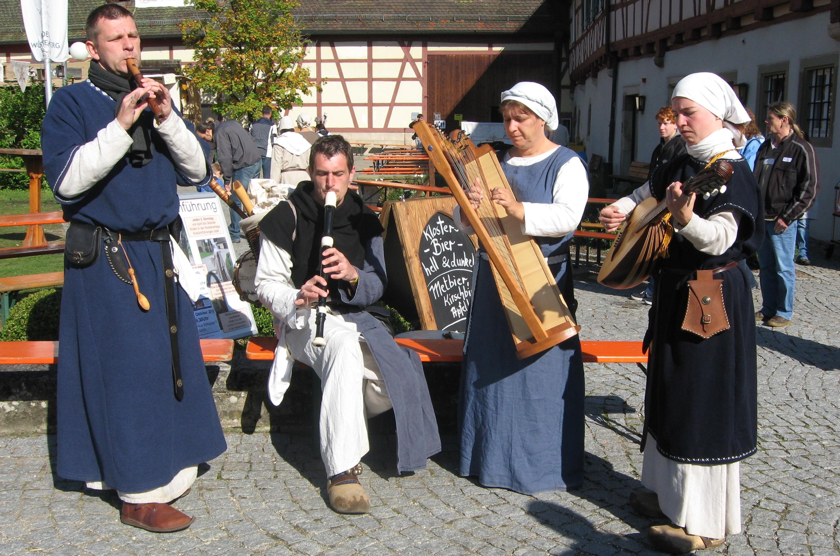 Gaukler auf dem Staufermarkt; Foto: Touristikbüro Kloster Lorch