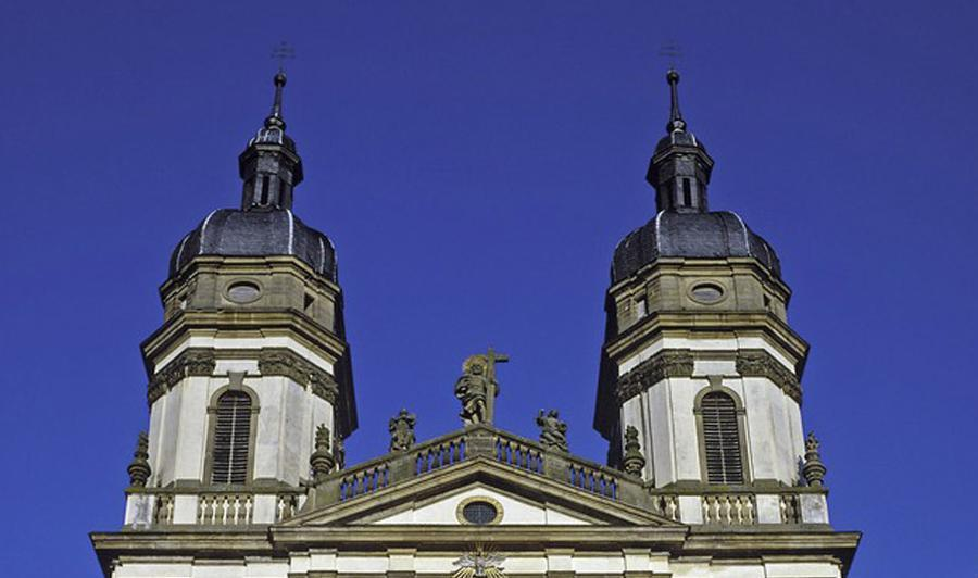 The double towers of the Baroque church, Schöntal Monastery. Image: Landesmedienzentrum Baden-Württemberg, Sven Grenzemann