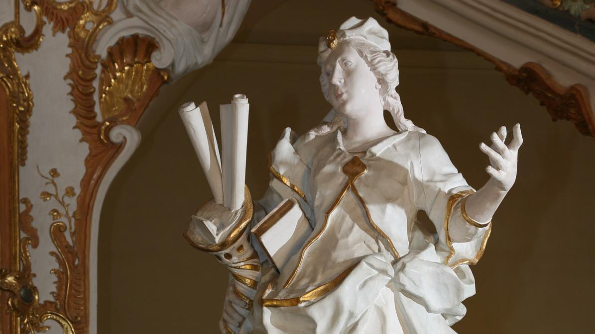 """Statue """"Scientia"""" im Treppenhaus von Kloster Schöntal; Foto: Foto Besserer"""