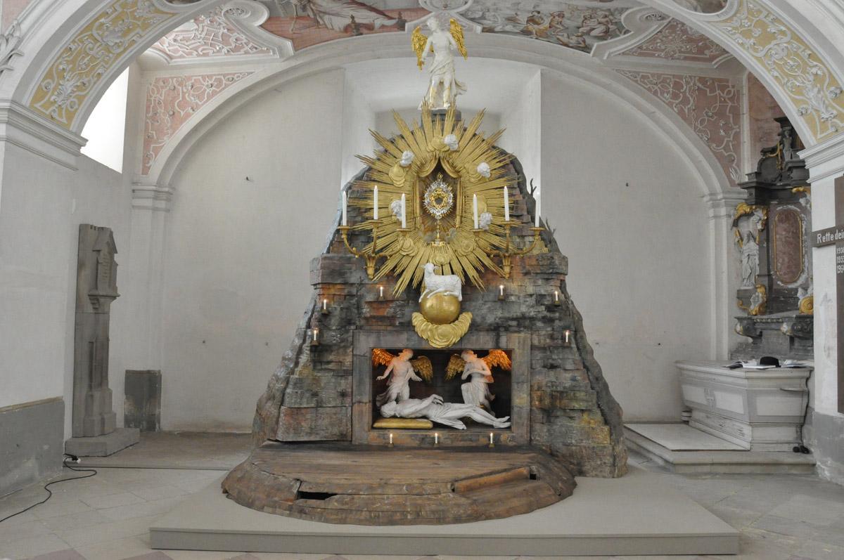 Das Heilige Grab am Karfreitag im Kloster Schöntal; Foto: Staatliche Schlösser und Gärten Baden-Württemberg, Felix Muhle