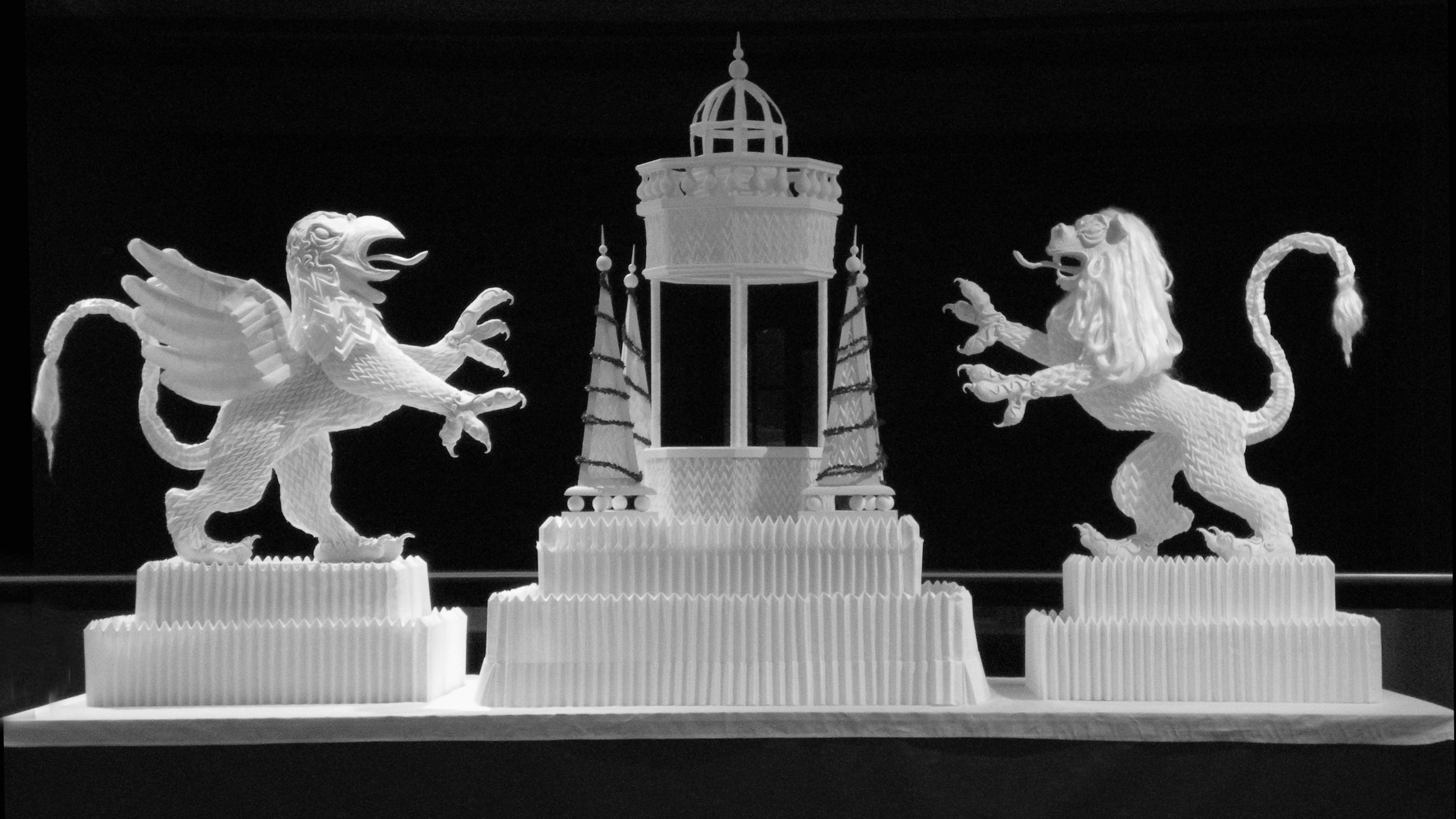 """Ausstellung """"Gefaltete Schönheit"""" von Joan Sallas, Tischbrunnen; Foto: Joan Sallas"""