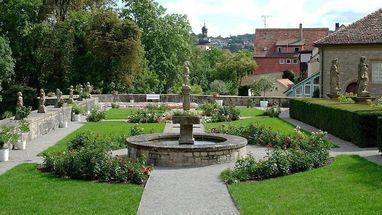 Der Rosengarten von Schloss Weikersheim; Foto: Staatliche Schlösser und Gärten Baden-Württemberg, Niels Schubert