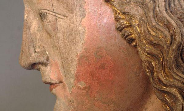 Kopf der Maria mit behutsam retuschierten Resten der Gesichtsfarbe