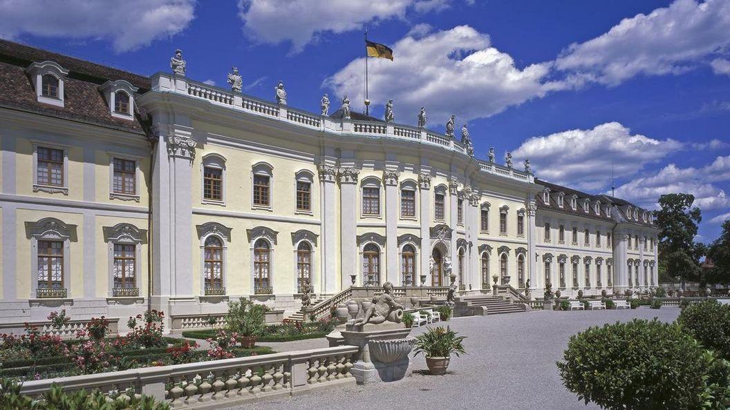 Residenzschloss Ludwigsbug, Außenansicht