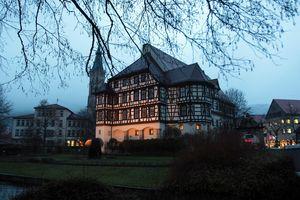 Schloss Urach in der Herbstdämmerung