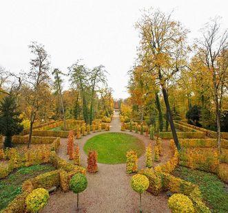 Das Boulingrin im Zentrum des südlichen Bosketts;  Foto: Staatliche Schlösser und Gärten Baden-Württemberg, Andrea Rachele