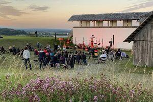 Heuneburg – Stadt Pyrene, Open-Air-Konzert bei Dämmerung