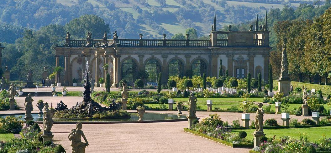 Gartenparterre mit Herkulesbrunnen und Orangerie, Schlossgarten Weikersheim