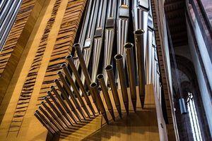Kloster Alpirsbach, Orgelskulptur von Claudius Winterhalter und Armin Göhringer