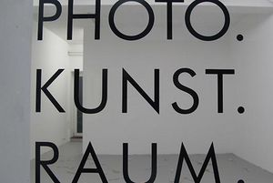 Logo PHOTO.KUNST.RAUM. Hamburg; Foto: PHOTO.KUNST.RAUM. Hamburg, Carmen Oberst