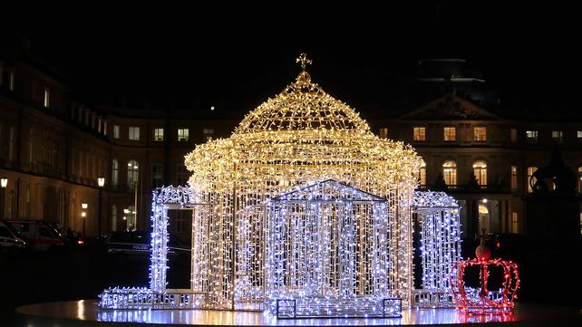 Lichtskulptur der Grabkapelle auf dem Württemberg auf dem Schlossplatz Stuttgart