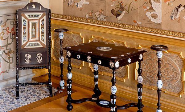 Favorite Rastatt, Privatzimmer des Markgrafen, indianischer Kaminschirm;