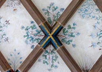 Akelei im Gewölbe des Parlatoriums von Kloster Maulbronn