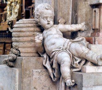 """Kloster und Schloss Salem, Münster, Skulptur """"Salemer Honigschlecker""""; Foto: Staatliche Schlösser und Gärten Baden-Württemberg, Hermann Böhne"""
