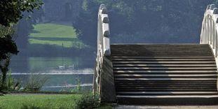 Brücke und Apollotempel im Schlossgarten Schwetzingen