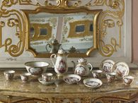 Rastatt Favorite Palace, porcelain in the hall of mirrors; photo: Staatliche Schlösser und Gärten Baden-Württemberg, Martine Beck-Coppola