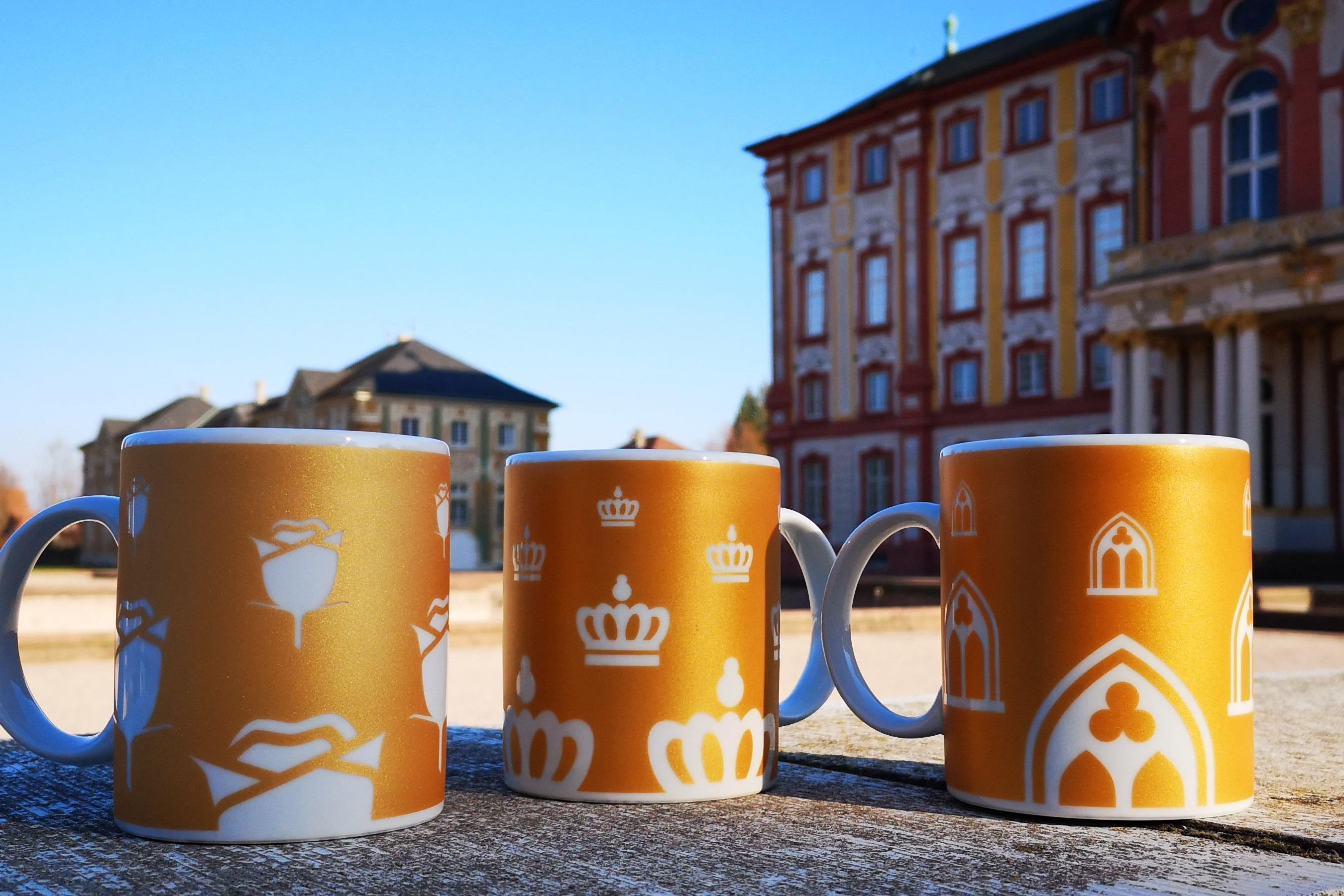 Drei Tassen vor Schloss Bruchsal