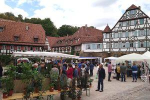 Kräuter- und Erntemarkt im Klosterhof Maulbronn; Foto: Staatliche Schlösser und Gärten Baden-Württemberg, Barbara Gittinger