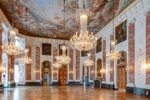 Die Installationen Mirage und Lüsterlichtball im Mannheimer Schloss