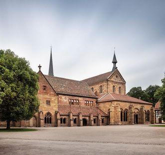 Blick auf das Klostergebäude und die Klosterkirche; Foto: Staatliche Schlösser und Gärten Baden-Württemberg, Günther Bayerl