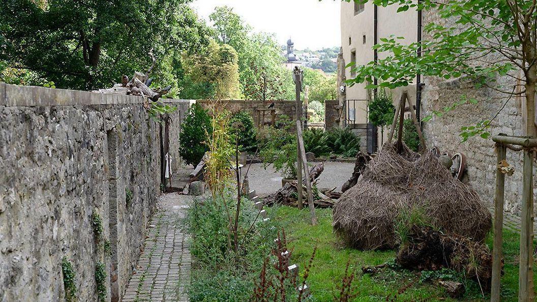 Der geheimnisvolle Alchemie- und Hexengarten von Schloss Weikersheim;  Foto: Staatliche Schlösser und Gärten Baden-Württemberg, Niels Schubert