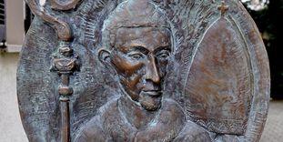Porträtrelief am Caspar-Oechsle-Denkmal in Schömberg (Zollernalbkreis), Foto: Wikimedia Commons, Andreas Praefcke