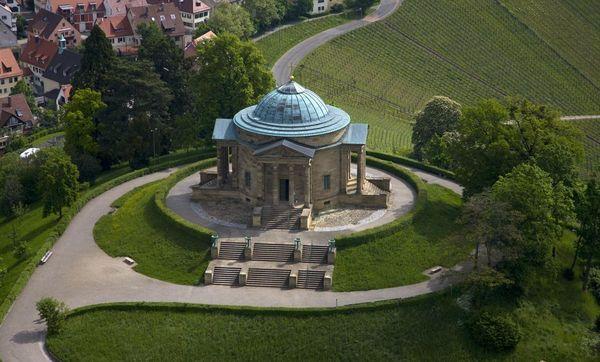 Luftaufnahme der Grabkapelle auf dem Württemberg