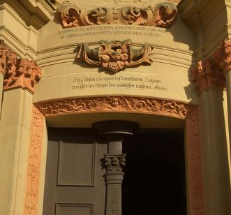 Entrance to the Schöntal monastery church with a Knittel verse. Image: Schöntal Monastery Educational Center