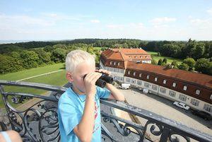 Schloss Solitude, Kind auf der Kuppel