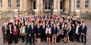 Unsere Mitarbeiter beim Festakt zum 30-jährigen Jubiläum vor dem Neuen Schloss in Stuttgart. Foto: Staatliche Schlösser und Gärten Baden-Württemberg, Andreas Weise