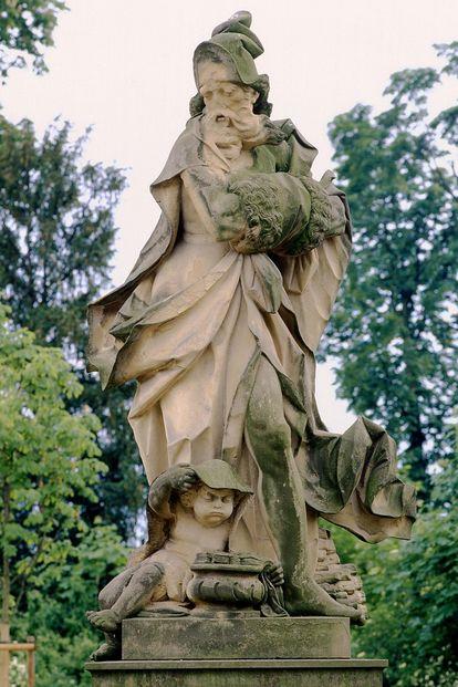 Winter, eine Jahreszeiten-Figur im Schlossgarten Bruchsal