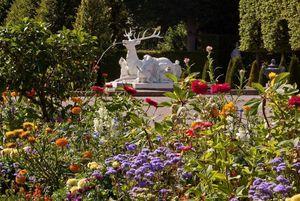 Schloss und Schlossgarten Schwetzingen, blühende Rabatten im Schlossgarten