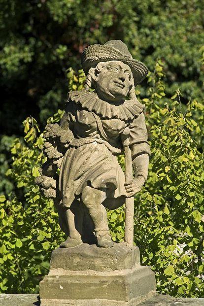 Hirtin, Figur im Schlossgarten Weikersheim
