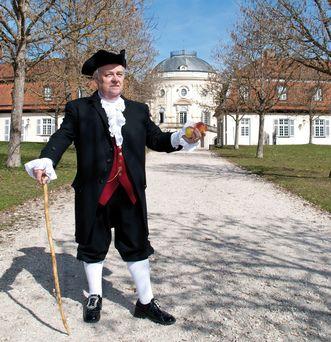 Gästeführer von Schloss Solitude als Johann Caspar Schiller