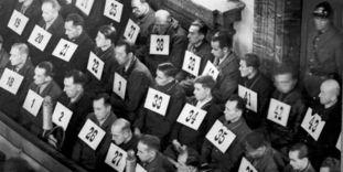 Kriegsverbrecherprozess in Rastatt, Angeklagte im Gerichtssaal